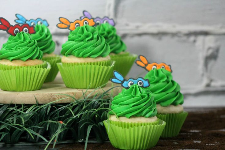 Have a child that loves the Ninja Turtles? Check out these awesome Ninja Turtle Cupcakes & learn how to make them here!