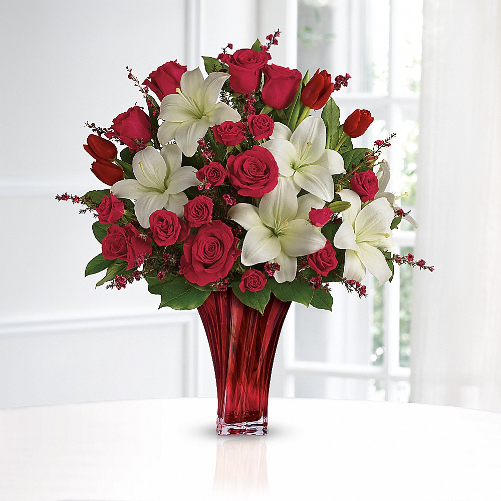 Want to make someone special this Valentine's Day? See why we fell in love with the Love's Passion Bouquet by Teleflora here!
