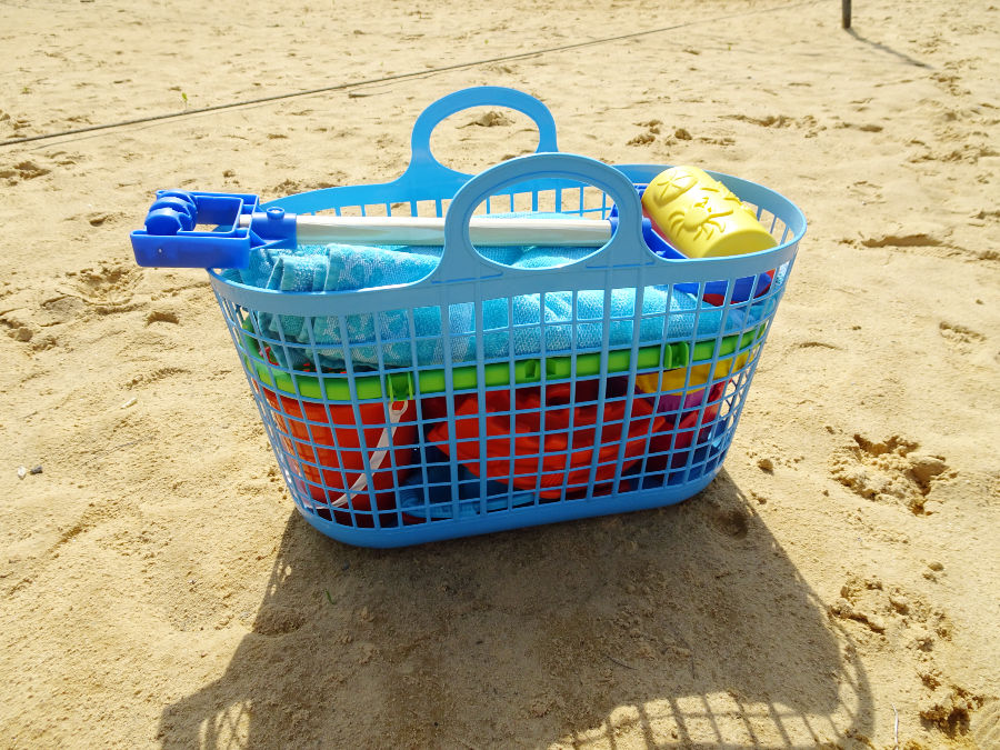 20 Piece Deluxe Beach Basket